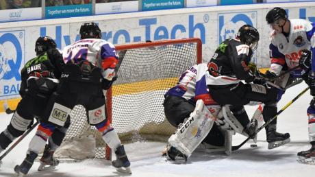 Beim letzten Aufeinandertreffen mit den Eispiraten sorgten vor allem die jungen Spieler für viel Unruhe vor dem Tor der Eispiraten.