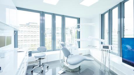 Top ausgestattet und technisch auf dem neuesten Stand der Zahnmedizin sind die Behandlungszimmer bei AllDent.