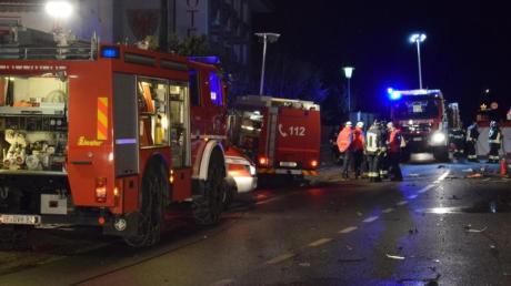 Einsatzkräfte der Freiwilligen Feuerwehr sichern die Unfallstelle in Luttach.