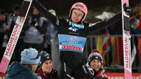 Die Vierschanzentournee 2020/21 startete am 28.12.20. Wann die Springen in Oberstdorf, Garmisch, Innsbruck und Bischofshofen live im TV und Stream zu sehen sind, lesen Sie hier.