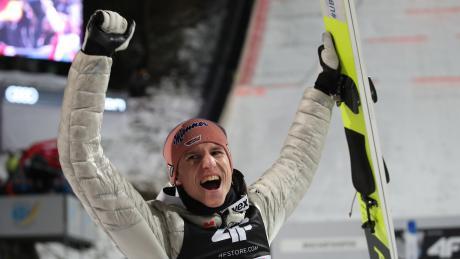 Freut sich über Platz drei in der Gesamtwertung: Karl Geiger.