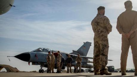 Vom Luftwaffenstützpunkt Al-Asrak in Jordanien starten Tornado-Aufklärungsflugzeuge. Einie alte Tornados müssen bis 2030 durch neue Flugzeuge ersetzt werden.