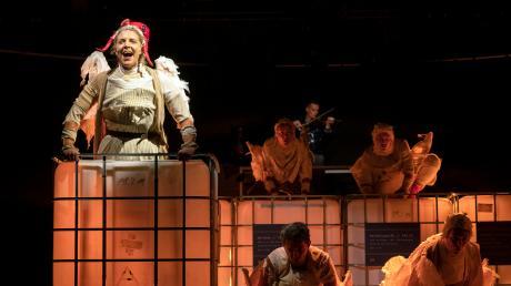 """""""Die rote Zora"""" ist das Familienstück der Spielzeit 2019/20 des Staatstheaters Augsburg."""