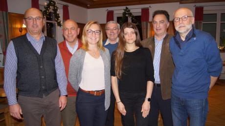 Die Parteifreien Bürger haben für die Kommunalwahl nominiert (von links): Rudolf Gerstberger, Wolfgang Rixen, Julia Gerstberger, Friedrich Meyer, Bürgermeisterkandidatin Chantal Wieja, Gernot Spielhofen und Eckart Wieja. Es fehlt Johannita Meyer.