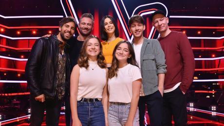 """Das neue Team bei """"The Voice Kids"""" 2020 mit den beiden Augsburgerinnen (v.l.): Max Giesinger, Sasha,Lena Meyer-Landrut, Lukas Nimscheck, Florian Sump Mimi und Josy."""