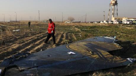 Die Maschine der Ukraine International Airlines stürzte am frühen Mittwochmorgen nach demStart naheTeheran ab.