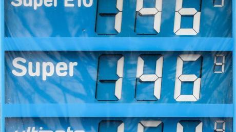 Die Preise für Biosprit E10 und konventionelles Super liegen vielfach gleichauf.