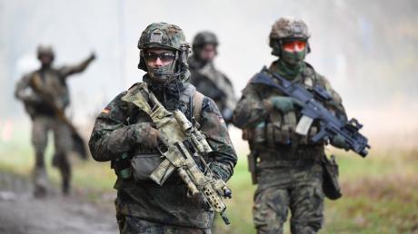 Über die Kampfschwimmer der Bundeswehr ist kaum etwas bekannt. Die Elite-Einheit steht jedem Interessenten offen - doch nur die wenigsten überstehen die dreijährige Ausbildung.