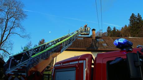 Die neue Drehleiter der Feuerwehr Illertissen im Einsatz in Balzheim.