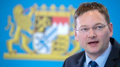 Ein Teil seines Ministeriums soll nach Augsburg umziehen: Bau- und Verkehrsminister Hans Reichhart (CSU).
