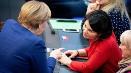 Angela Merkel und Annalena Baerbock vor der Sitzung des Bundestags.