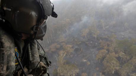Etwas Regen und kühlere Temperaturen haben die Arbeit der Feuerwehrleute bei den Bränden im Südosten Australiens etwas leichter gemacht.