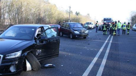Auf der B16 ist es am Freitag zu einem Unfall mit mehreren Beteiligten gekommen.