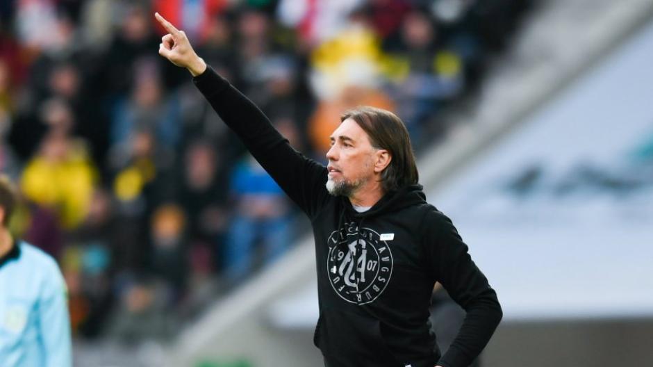 Da geht es lang. Martin Schmidt will am Freitag gegen Eintracht Frankfurt weiter Punkte sammeln.