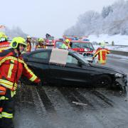 Bei dem Unfall auf der A8 zwischen Burgau und Günzburg wurden mehrere Menschen verletzt.