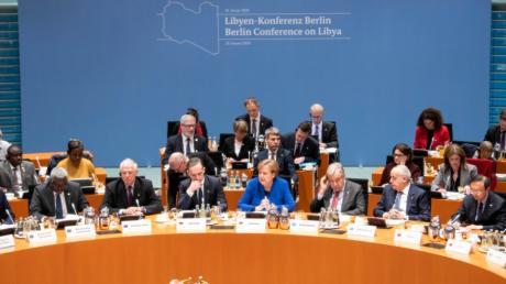 In Berlin sprechen Politiker über Libyen. Dort herrscht seit Jahren Krieg.