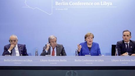 Die Teilnehmer des Libyen-Gipfels in Berlin haben sich zur Einhaltung eines UN-Waffenembargos verpflichtet und ein Ende der militärischen Unterstützung für die Bürgerkriegsparteien zugesichert.