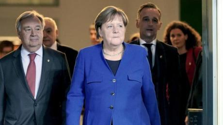 Bundeskanzlerin Angela Merkel (CDU) mit Bundesaußenminister Heiko Maas sowie Antonio Guterres (l), Generalsekretär der Vereinten Nationen nach der Libyen-Konferenz in Berlin.