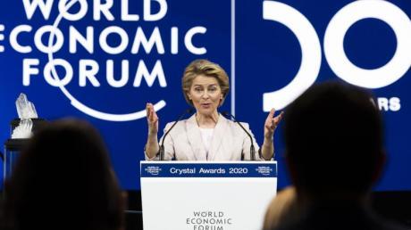 EU-Kommissionschefin Ursula von der Leyen spricht vor Beginn der 50. Jahrestagung des Weltwirtschaftsforums in Davos.