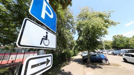 Parkplätze wie diese sind eigentlich reserviert für Menschen mit schweren körperlichen Einschränkungen. Doch immer wieder stellen sich dort auch Menschen hin, die dort eigentlich nicht parken dürften.