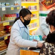 In China ist ein neues Coronavirus ausgebrochen. Es ist von Mensch zu Mensch übertragbar - viele kaufen deshalb Atemschutzmarken. Wir informieren rund um Ansteckung, Symptome, Behandlung.