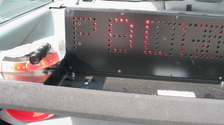 Die Polizei hat auf der A8 bei Leipheim zwei Autofahrer gefilmt, die sich ein Rennen geliefert haben.