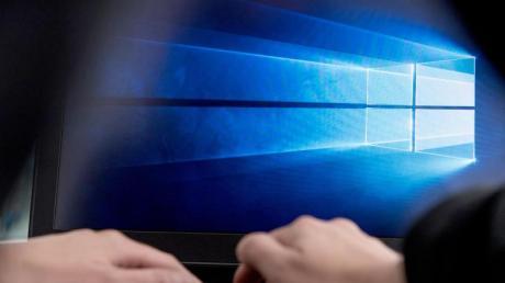 Windows 10 hat mit dem Defender einen kostenlosen Virenscanner an Bord, der als sehr sicher gilt.