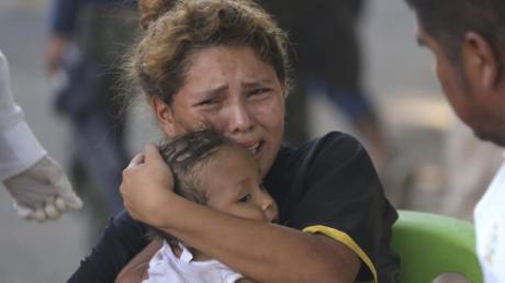 Eine von der mexikanischen Nationalgarde an der Weiterreise gehinderte Migrantin an der Grenze zwischenGuatemala und Mexiko.