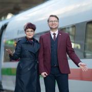Mitarbeiter der Deutschen Bahn dürfen sich über neue Dienstkleidung freuen.
