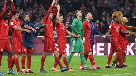 Nach dem Sieg gegen Schalke haben die Bayern nur noch einen Punkt Rückstand auf Spitzenreiter Leipzig.