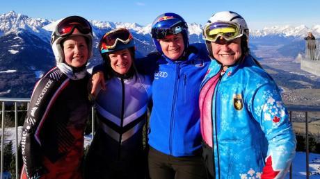 Die Meringerin Ute Kulzinger Zweite von links bei den Winter World Master Games in Innsbruck. Hier ist mit Starterinnen aus Kanada, Italien und den USA zu sehen.