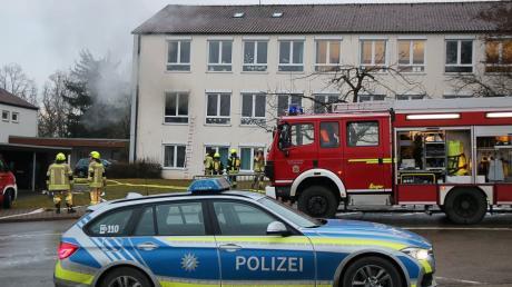 Ein Großaufgebot an Einsatzkräften ist zur Heinrich-Sinz-Schule in Ichenhausen alarmiert worden.