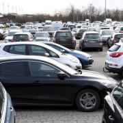 Am Montag wurden die beiden Parkplätze an der Messe wegen Überfüllung offenbar gesperrt.