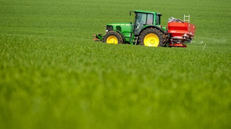 Für Landwirte sieht die Koalition eine Milliarde Euro Hilfen bei der Umsetzung der neuen Düngeregeln vor.