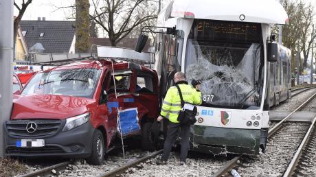 Ein schwerer Unfall hat sich am frühen Donnerstagnachmittag an der Haunstetter Straße ereignet.