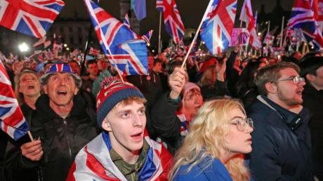Brexit-Anhänger feiern in London den EU-Austritt ihres Landes. Großbritannien hat in der Nacht nach 47 Jahren als erstes Mitgliedsland die Europäische Union verlassen.
