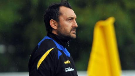 Auf diesem Bild war Tarik Sarisakal noch Trainer des SC Fürstenfeldbruck. Jetzt ist er Sportlicher Leiter in Pipinsried.