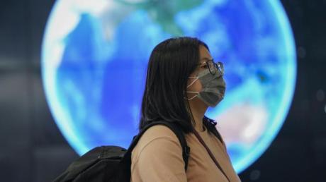 Die Weltgesundheitsorganisation (WHO) kämpft gegen absurde Gerüchte rund um das Coronavirus an - angeblich sei das Virus eine Biowaffe.