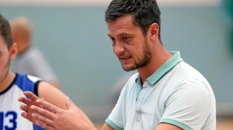 Trainer Josef Henemann stimmte sein Team gegen Memmingen in der Halbzeit neu ein, was zunächst auch Besserung brachte.