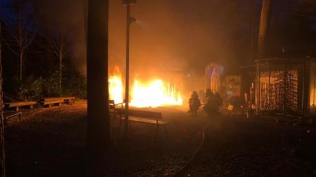 Heute Morgen brannte die Grotte in Maria Vesperbild aufgrund des Sturms. Rechts die bekannte Marienfigur von Ludwig Schuster aus Langenneufnach.