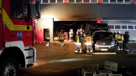 Ein Brand bei der Friedberger Feinkostfirma Kahn richtete in der Nacht zum Donnerstag großen Sachschaden an.