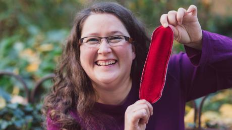 Stefanie Wagner sagt dem Müll durch Hygieneprodukte den Kampf an und näht Stoffbinden. In Ansbach hat die 37-Jährige einen Menstruationsladen.