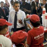 """2009 kaufte Obama Burger bei """"Five Guys"""" in Washington."""