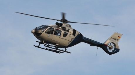 Auch ein Hubschrauber war am Freitagabend in Schondorf im Einsatz, um nach einer vermissten 66-jährigen Frau zu suchen.