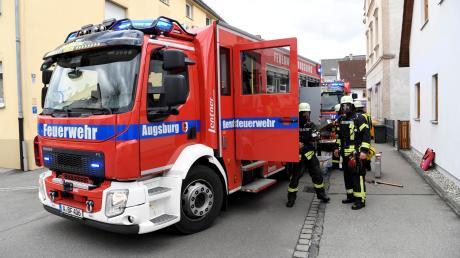 Ein brennender Container sorgt in Friedberg-Derching für einen Einsatz der Augsburger Feuerwehr. Die Schadenshöhe ist derweil noch unklar.