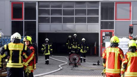 Beim Brand in einer Werkhalle der Firma Giwa in Westendorf ist am Dienstagvormittag ein Millionenschaden entstanden.