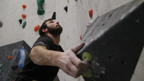 Johannes Dodl geht regelmäßig zum Bouldern.