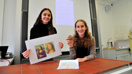 Ines Christa (links, 18) und die Affingerin Theresa Kosak (18) vom Maria Ward Gymnasium haben sich mit dem Goldenen Schnitt beschäftigt.