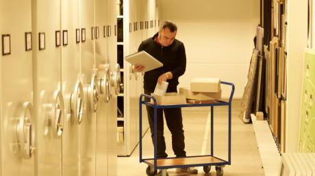 600 laufende Meter Materialien verwahrt Stadtarchivar Matthias Lutz in dem Raum im Museumsdepot. Dorthin war das Friedberger Archiv 2018 gezogen.