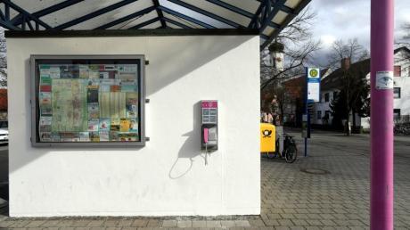 Die Telekom will unwirtschaftliche öffentliche Telefone abbauen. Doch der Apparat am Bahnhof Meitingen bleibt.